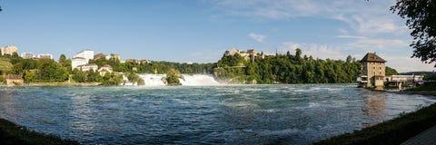 Rheinfall-Wasserfallpanoramablick lizenzfreie stockfotos