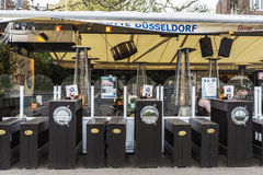 Rhenpromenad med dess restauranger och stänger i Dusseldorf, Ger royaltyfria bilder