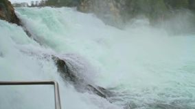 Rhine Falls enorme e poderoso filme