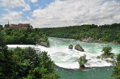Rhine Falls y el castillo de Schloss Wörth Fotografía de archivo