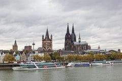 Rhine invallning i Cologne Arkivfoto