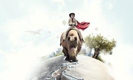 Rhinocéros d'équitation de femme d'affaires Media mélangé Media mélangé Photos libres de droits