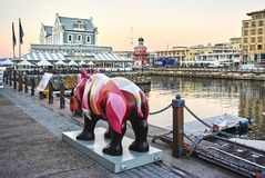 Rhinocéros rose Victoria And Albert Waterfront image stock