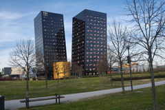 Rho Milano, Italia: due torri moderne immagini stock libere da diritti