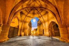 Rhodes, Grèce - rue des chevaliers photos libres de droits