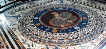 Rhodes Greece May 20 2009: Castelo interno do St John Knights do projeto do mosaico do assoalho Os assoalhos são decorados com os foto de stock