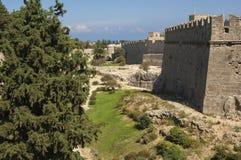 RHODES-/GREECEstadsväggar av den Rhodes Old staden arkivbild