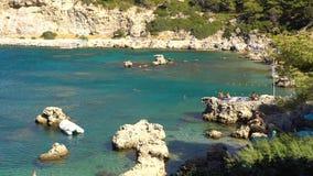 Rhodes Grekland - 2017: Anthony Quinn Bay i Rhodes Greece arkivfilmer