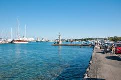RHODES-JUNE 20 :罗得岛港口6月20,2013的在罗得岛海岛,希腊上。 库存照片