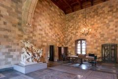 Rhodos, Grécia - em agosto de 2016: Uma das câmaras principais do palácio do grão-mestre dos cavaleiros de Rhodes Kastello, imagens de stock