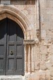 Rhodos, Griechenland 05/30/2018 Eingang zum Gasthaus der Zunge von Provence Übersetzung: dieses Gasthaus datiert ab 1518 stockbilder