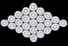 Rhomboid τραπεζομάντιλο δαντελλών που απομονώνεται στο μαύρο υπόβαθρο, floral σχέδιο Στοκ φωτογραφία με δικαίωμα ελεύθερης χρήσης
