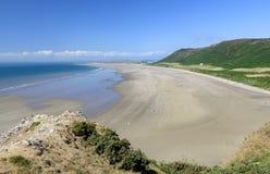 Rhossilibaai, Gower, Wales, op een zonnige de zomersdag stock afbeeldingen