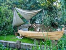 RHS切尔西花展2017年 IBTC Lowestoft :Broadland Boatbuilder's庭院 库存照片