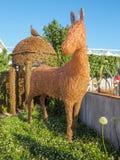 RHS Chelsea Flower Show 2017 Exposição de Emma Stothard com esculturas em tamanho natural dos animais e dos pássaros feitos do fi Imagem de Stock Royalty Free