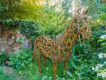 RHS Chelsea Flower Show 2017 O jardim do bem-estar do cavalo do mundo Fotos de Stock Royalty Free