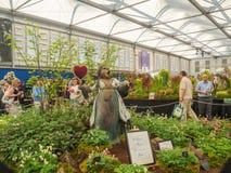 RHS Chelsea Flower Show 2017 A rainha da escultura dos corações na exposição das plantas de Letham no grande pavilhão Fotos de Stock