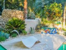 RHS Chelsea Flower Show 2017 Viking Cruises Garden inspireras av arbetet av Antoni Gaudà och modern konströrelsen Royaltyfri Bild