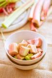 Rhubarbe crue fraîche Photographie stock libre de droits
