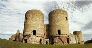Rhuddlan slott - norr Wales Royaltyfri Bild