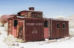 Rhyolite - Förenta staterna, Juli, 9: Övergiven gammal järnväg för spöke royaltyfri bild