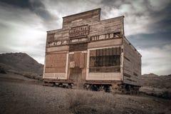 Rhyolite marchande dans la ville fantôme abandonnée de la rhyolite, Nevada photographie stock libre de droits