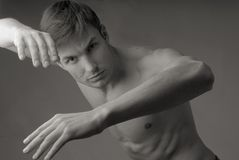 Rhythmische Übungen des Mannes lizenzfreie stockfotos