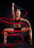 Rhytmic gimnastyczka z faborkiem zdjęcie stock