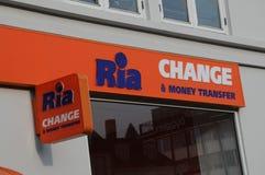 Ria ändring och pengaröverföring Royaltyfri Fotografi