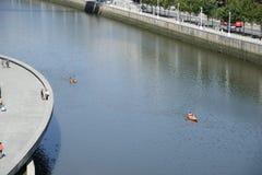 Ria del Nervion och Guggenheim Bilbao museum Fotografering för Bildbyråer