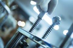 Riabilitazione di fisioterapia del dito del polso fotografie stock libere da diritti