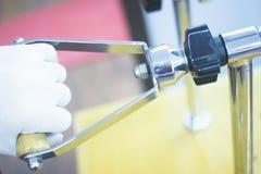 Riabilitazione di fisioterapia del dito del polso immagini stock libere da diritti