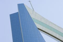 RIAD - 17 de mayo: Al Mamlaka Tower y alrededores el 17 de mayo, 20 Foto de archivo