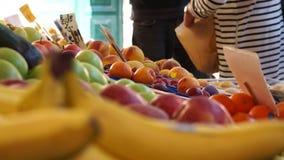 Rialto食品批发市场的场面在威尼斯(16 22) 股票录像