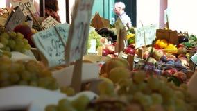 Rialto食品批发市场的场面在威尼斯(21 22) 股票录像