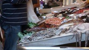 Rialto食品批发市场的场面在威尼斯(5 22) 股票录像