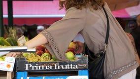 Rialto食品批发市场的场面在威尼斯(11 22) 影视素材