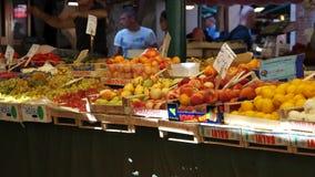 Rialto食品批发市场的场面在威尼斯(10 22) 股票录像