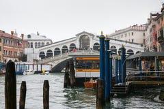 Rialto水公共汽车站在威尼斯 免版税库存图片