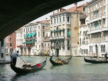 Rialto Brücke und großartiger Kanal Lizenzfreie Stockfotografie