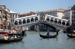 Rialto bridge. The Rialto bridge at the Canal Grande, Venice, Italy Royalty Free Stock Photos