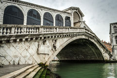Rialto bridge early in the morning Stock Photography