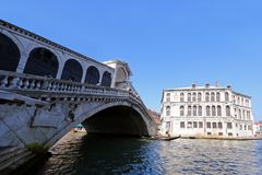 The Rialto Bridge (Ponte di Rialto) over the Grand Canal in Venice, Italy Royalty Free Stock Image