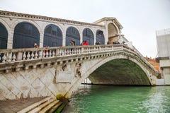Rialto bridge (Ponte di Rialto) in Venice Stock Photos