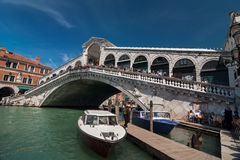 Rialto bridge with tourists and boats on Grand Canal, Venice Royalty Free Stock Photos