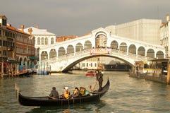 Rialto bro i Venedig Arkivbild