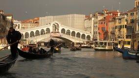 Rialto bro i Venedig stock video