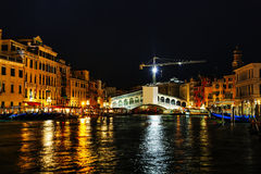 Rialto bro (Ponte di Rialto) i Venedig Arkivbild