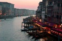 Rialto, gondels, en de mooie stad van Venetië, Italië Stock Foto