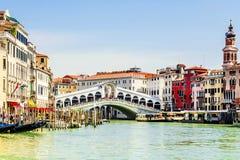rialto venice Италии моста Надпись в итальянке: гондола Стоковые Фото